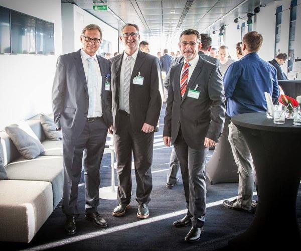 Horst Heftberger, Geschäftsführer von Hitachi Data Systems ACEE, mit Michael Kienle und Peter Lipp von it-novum auf dem Hitachi Information Forum