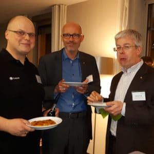 Stefan Müller (links, it-novum) mit den Kollegen von Hitachi