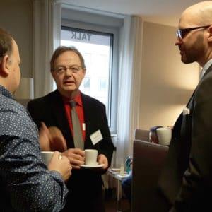 Matt Casters (links) mit Teilnehmern auf dem Pentaho User Meeting
